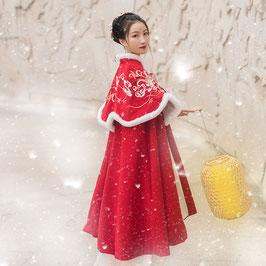 ☆.  中華風ポンチョ 漢風上掛け 羽織 防寒 秋冬 漢服上着 赤 レッド  ふわふわ かわいい きれい 刺繍