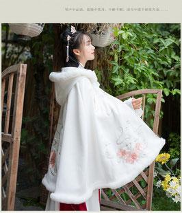 ☆.  中華風ポンチョ 漢風上掛け 羽織 防寒 秋冬 漢服上着 白 ホワイト フード付 ふわふわ かわいい きれい 短め丈