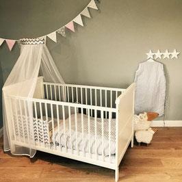 Bett-Set Chevron/Streifen (Nestchen, Bettwäsche, Betthimmel) für alle Babybetten
