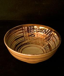 9.1 Cuenco de loza dorada