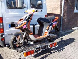 Motorradträger auf Anhängerkupplung inklusiv Auffahrrampe