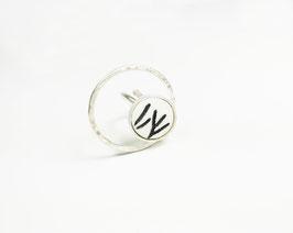 Anello regolabile in argento martellato- Memorie Bianco e nero