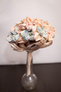 Collection Or, menthe et rose poudré – Bouquet de mariée ananas en fleurs en tissu