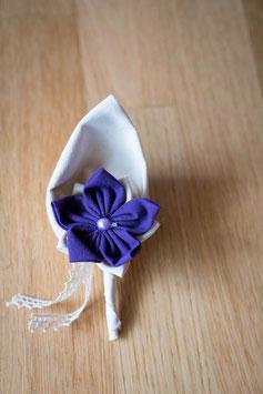 Collection Julia, orange et violet – Boutonnière marié en fleurs en tissu
