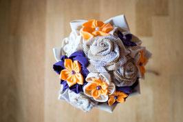 Collection Julia, orange et violet – Bouquet de mariée rustique en fleurs en tissu et toile de jute