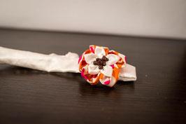 Collection Alice. Bandeau bébé baptême en tissu ivoire, rose et orange