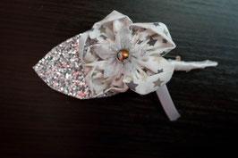 Collection Hiver – Boutonnière marié en fleurs en tissu