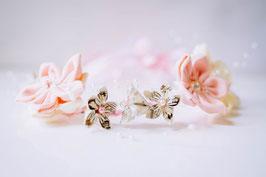 Collection Eugénie. Couronne de fleurs éternelles en tissu et papier à musique rose poudré et ivoire