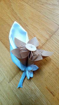 Collection Magali. Boutonnière marié originale en origami pour mariage naturel en coton blanc, toile de jute et origami papier kraft