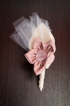 Collection Shabby chic – Boutonnière du marié en fleurs en tissu