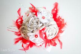 Collection Marion. Bouquet de mariée en tissu argenté et plumes rouges