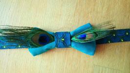 Collection Sabine. Nœud papillon marié original bleu canard avec des plumes de paon