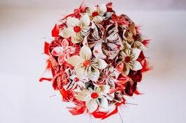 Collection Séverine. Bouquet de mariée en fleurs en papier origami manga et tissus rose, rouge et blanc