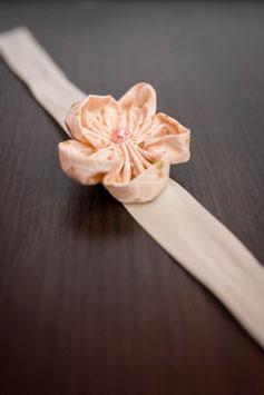 Collection Or, menthe et rose poudré – Bracelet cortège fleurs en tissu rose poudré, vert menthe et or