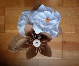 Collection Magali. Mini bouquet demoiselle d'honneur pour cortège mariage naturel en fleurs éternelles en coton blanc, toile de jute et origami papier kraft
