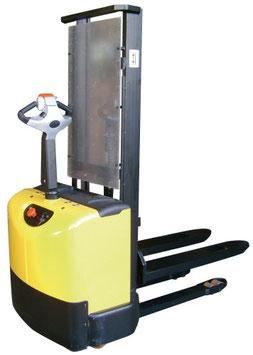 Apilador eleva 1.200 Kg a 2.900 mm