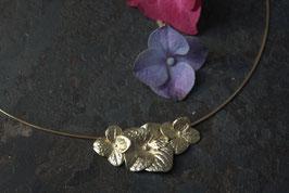 3 Hortensien Blüten am Halsreif Gold
