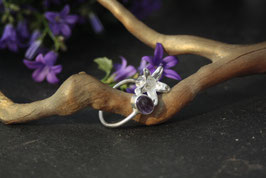 Glockenblumen Ring mit Amethyst Cabochon