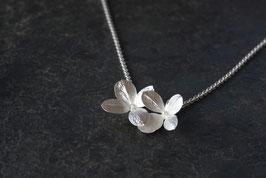 Neu. Kleiner Hortensien Anhänger mit 2 Blüten