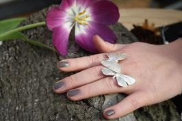 Ring mit zwei Schmetterlingen