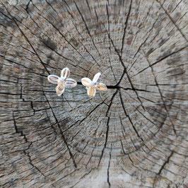 NEU Flieder Blüten Ohrstecker
