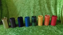 """8 AQ.  Набор восковых свечей """"Семь цветов радуги и восьмая - золотая."""""""