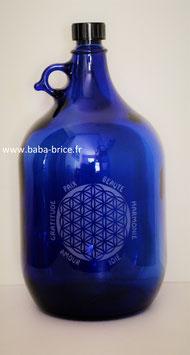 Bouteille en verre bleu cobalt 5 L gravée avec fleur de vie (Modèle 4) et mots sacrés