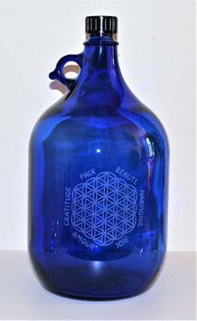 Bouteille en verre bleu cobalt 5 L gravée avec fleur de vie (Modèle 3) et mots sacrés