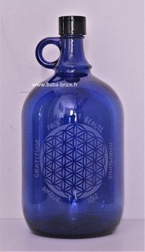 Bouteille en verre bleu cobalt 2 L gravée avec Fleur de vie (Modèle 4) et mots sacrés
