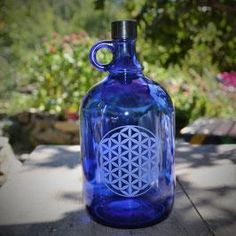 Bouteille en verre bleu cobalt 2L gravée avec Fleur de vie gravée (modèle 1)