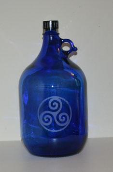 Bouteille en verre bleu cobalt 5 L gravée avec Triskel