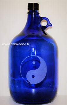 Bouteille en verre bleu cobalt 5 L gravée avec Yin Yang