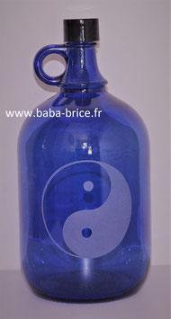 Bouteille en verre bleu cobalt 2L gravée avec Yin Yang