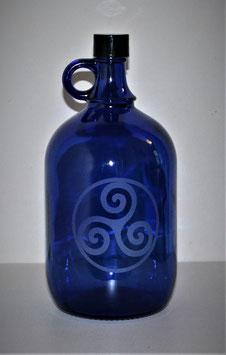 Bouteille en verre bleu cobalt 2 L gravée avec Triskel