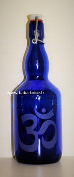 Bouteille en verre bleu cobalt 0,75 L gravée avec Ohm