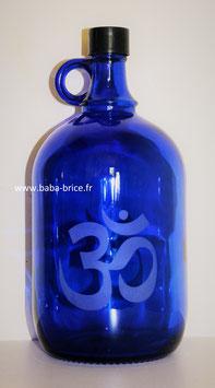 Bouteille en verre bleu cobalt 2 L gravée avec Ohm
