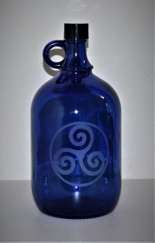 Bouteille en verre bleu cobalt 2L gravée avec Triskel