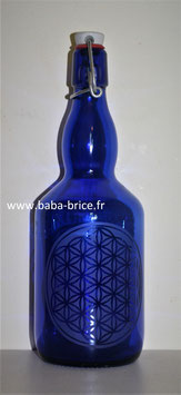 Bouteille en verre bleu cobalt 0,75 L gravée avec Fleur de vie(Modèle 4)