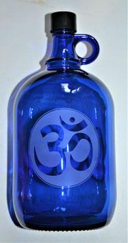 Bouteille en verre bleu cobalt 2 L gravée avec Ohm (Modèle 2)