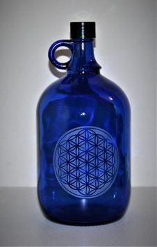Bouteille en verre bleu cobalt 2L avec Fleur de vie gravée (Modèle 4)