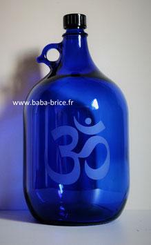 Bouteille en verre bleu cobalt 5 L gravée avec Ohm