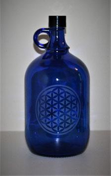 Bouteille en verre bleu cobalt 2L gravée avec Fleur de vie (modèle 2)