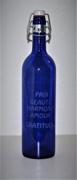 Bouteille en verre bleu cobalt 0,75 L gravée avec Mots Sacrés