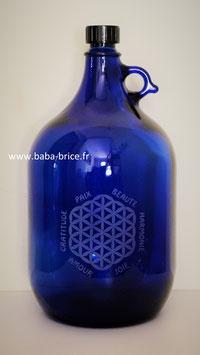 Bouteille en verre bleu cobalt 5 L gravée avec Fleur de vie (Modèle 1) et mots sacrés