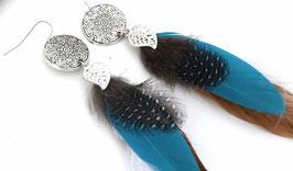 Boucles d'oreilles plumes Mahala  - Ethnic Feather - plumes naturelles turquoise, marron et blanche