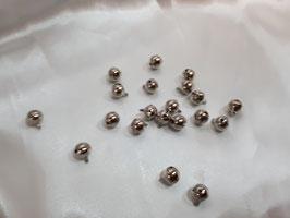 20 Glöckchen aus Kupfer Farbe: Silber ca. 12 mm mit Öse und Klang