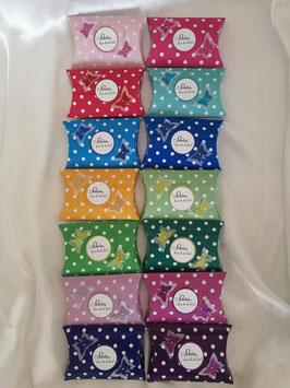 Mit Hochzeitsmandeln gefüllte Geschenkbox als Gastgeschenk für Hochzeit, Punkte Schmetterlinge Farbwahl