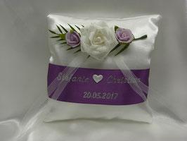Ringkissen zur Hochzeit Rose in Lila (Auswahl zwischen rötlichem & bläulichem Lila, Flieder) mit Namen und Datum in Gold oder Silber