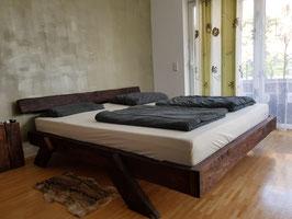 """Doppelbett """"Bali"""" aus historischen Fachwerkbalken in Handarbeit hergestellt"""