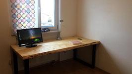 """Schreibtisch """"Erewan"""" aus massiven Fichte Bohlen Stahlbeine"""